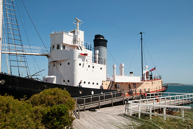 Image of an old whaling ship